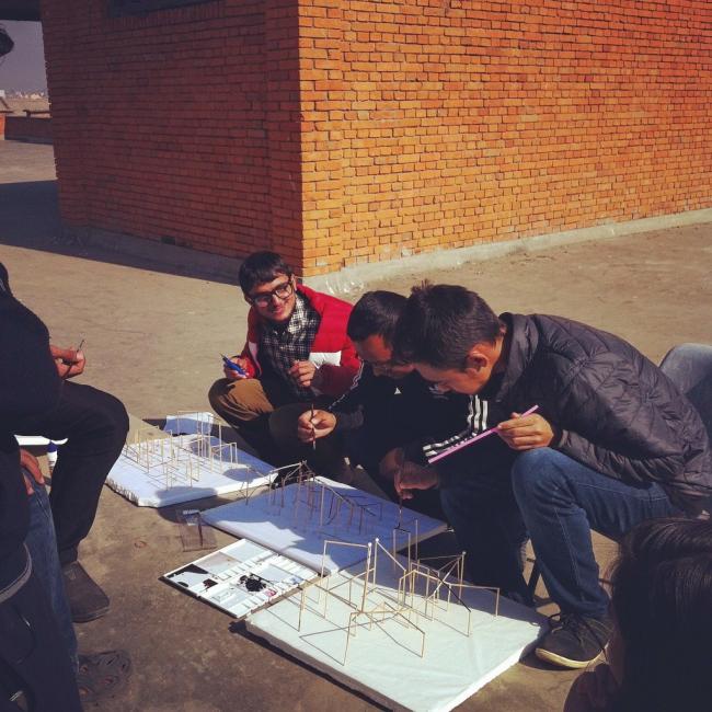 Студенты факультета инженерного дела Университета Трибхуван, кампус Пулчоук в Патане. Фото © Екатерина Михайлова