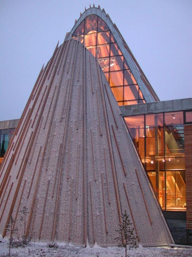 Здание парламента Лапландии в Карасйоке. Фото: Sámediggi Sametinget via Wikimedia Commons. Лицензия CC BY-SA 2.0
