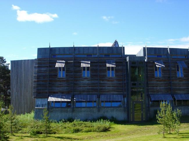 Здание парламента Лапландии в Карасйоке. Фото: W.Rebel via Wikimedia Commons. Лицензия CC BY 3.0