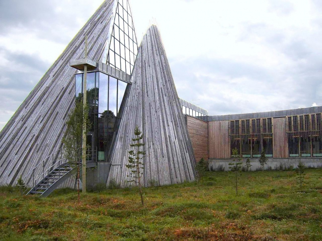 Здание парламента Лапландии в Карасйоке. Фото: Bel Adone via Wikimedia Commons. Фото находится в общем доступе