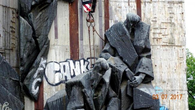 Демонтаж памятника «1300 лет Болгарии», София © Nikolai Belalov