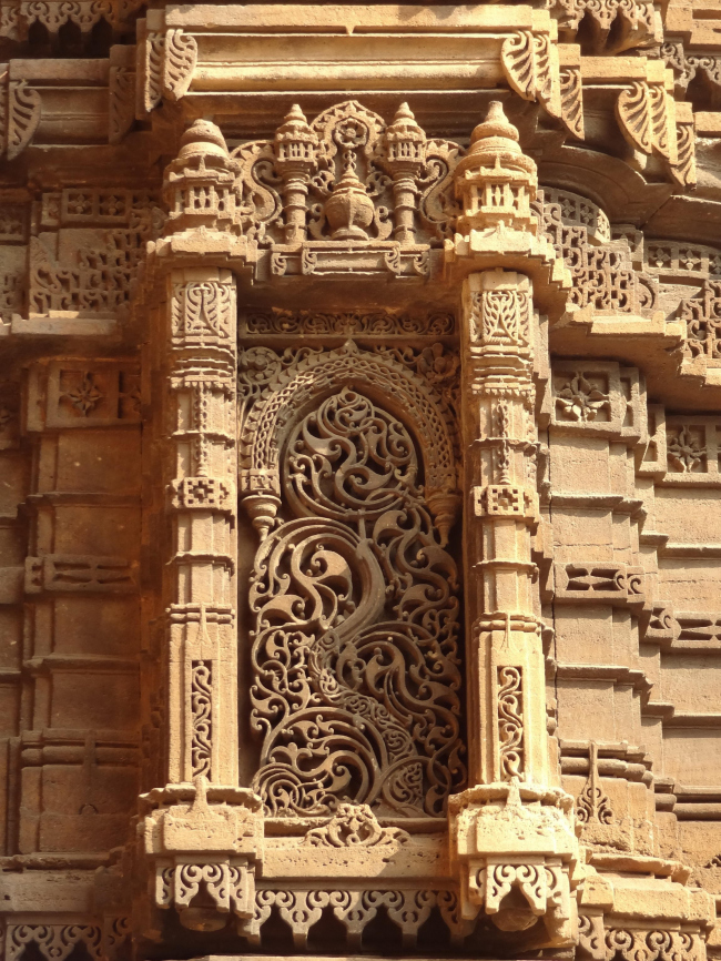 Ахмадабад. Резьба на фасаде минарета мечети Рами Рупмати. Фото: Khushi Shah © AMC