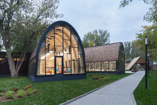 Craft shops pavilion. Urban farm at VDNKH, 2nd stage. Wowhouse. Photograph © Mitya Chebanenko