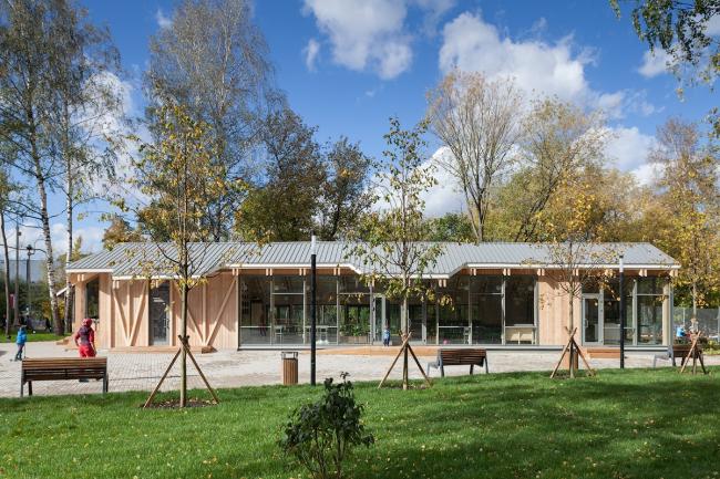 Cafe. Urban farm at VDNKH, 2nd stage. Wowhouse. Photograph © Mitya Chebanenko