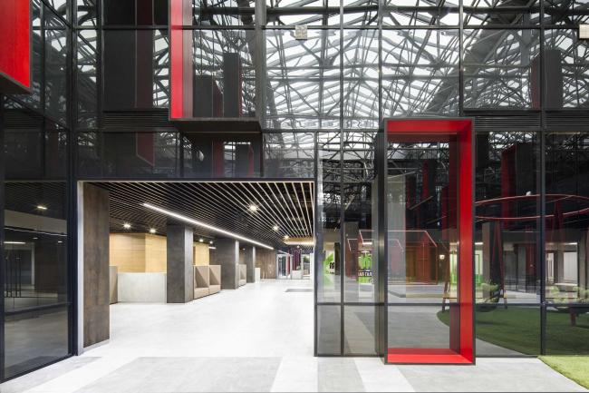 Концепция интерьеров общественных зон бизнес-центра Neo Geo. Атриум © Т+Т Architects