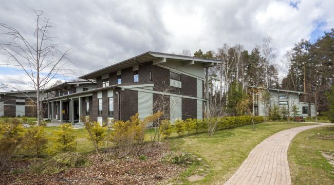 "Linked House #2. Rent-out settlement ""Daryino-Uspenskoe"" ©  Roman Leonidov architectural bureau"