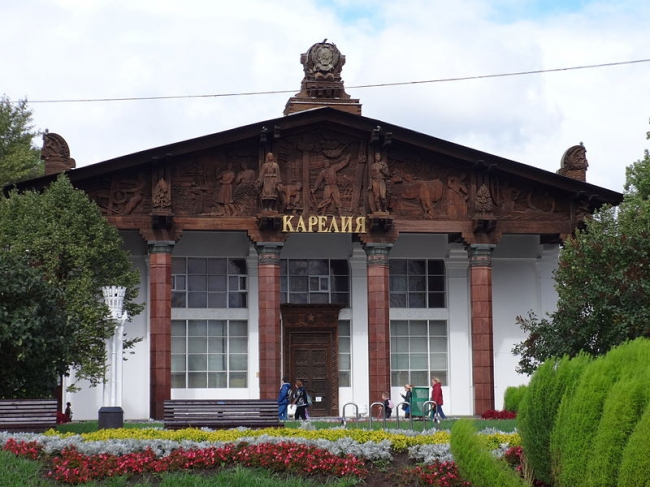 Павильон «Карелия». Фото: Надежда Пивоварова via Wikimedia Commons. Лицензия CC BY-SA 3.0