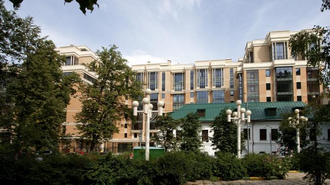 Жилой дом с реставрацией и приспособлением памятника архитектуры в Б. Афанасьевском переулке