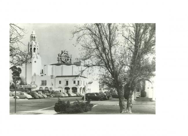 Carthay Circle Theatre, Уилшир, 1926. Кинотеатр называли The Showplace of the Golden West – «Представительство Золотого Запада». Фрески в интерьере иллюстрировали историю освоения Калифорнии. Снесен в 1969 г. как нерентабельный. Фотография laconservancy.org