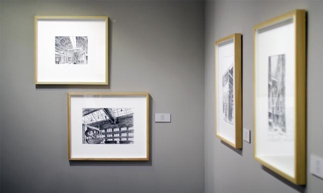 В залах выставки «Сергей Кузнецов. Личный контакт / Архитектурная графика». Фотография Юлии Тарабариной