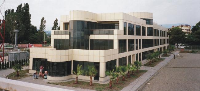 Здание АБК в морском порту Сочи в устье р. Мзымта © Морстройтехнология