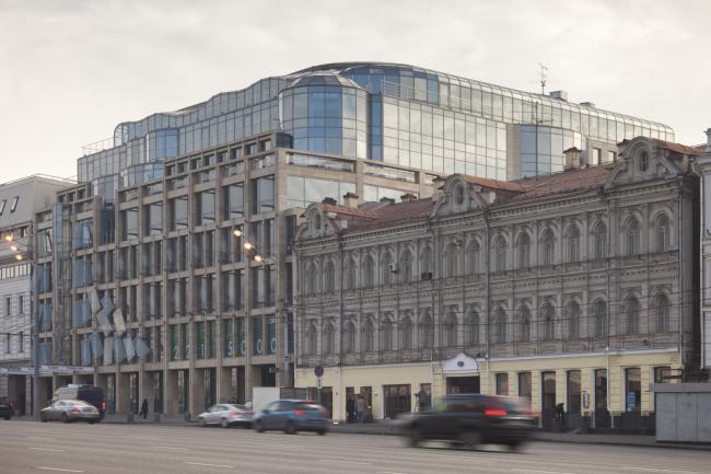 Московский театральный центр «Вишневый Сад». Главный фасад со стороны Малой Сухаревской площади. Фотография © Д.С. Чебаненко