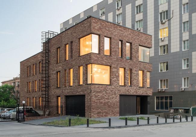 Общественное здание на ул. 9 Ноября. Реализация, 2016. ТАМ «Лантерна». Фотография © Дмитрий Ощепков