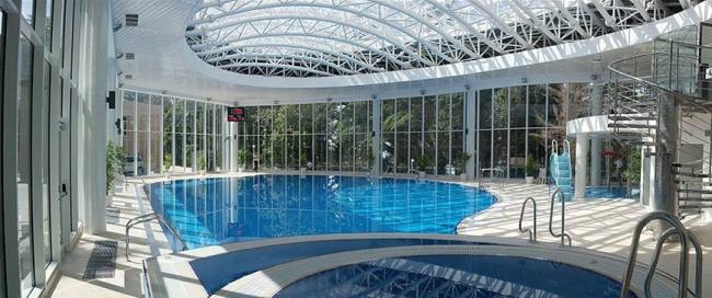Крытый плавательный бассейн на территории санатория «Магадан»