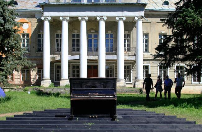 «Древолюция»-2017. Объект 0.Р (пианино). Фотография © Юлия Тарабарина, Архи.ру
