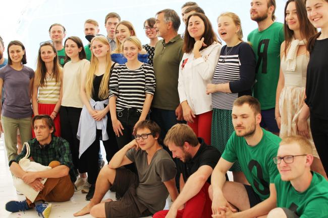 «Древолюция»-2017. Участники практикума и Николай Белоусов. Фотография © Юлия Тарабарина, Архи.ру