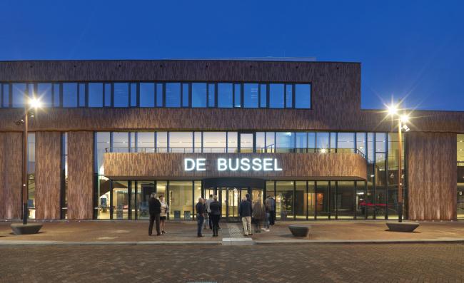 Культурный центр De Bussel с театром и библиотекой. Фото © Michel Kievits. Предоставлено компанией Hagemeister