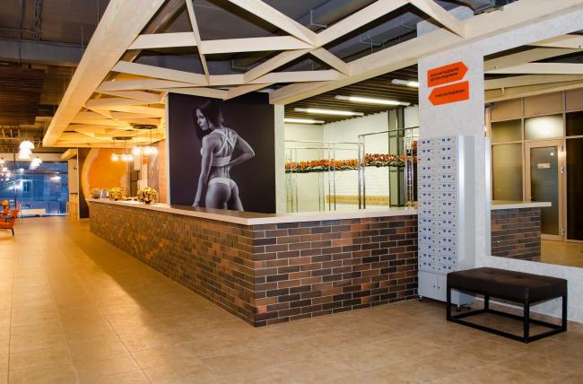 Спортивный клуб «Оранж-фитнес». Интерьер © ООО «КМТ Проектный отдел»