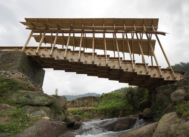 «Мост ветра и дождя» в южнокитайской деревне Пэйтянь