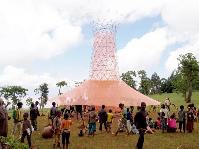 Открытие башни для сбора воды в поселении племени дорзе в Эфиопии © Warka Water