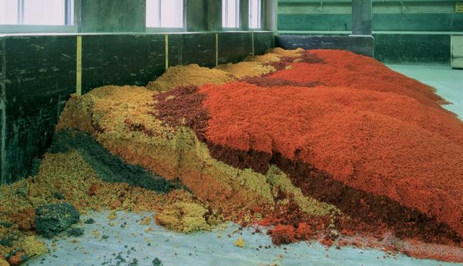 Завод Forbo в Амстердаме. Красящие пигменты для подготовки состава одной из коллекций. фото предоставлено Forbo.