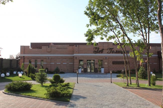 Ресторан «Лев Голицын» в пригороде Ростова-на-Дону. Вид со стороны двора. Фото © Дмитрий Самылин