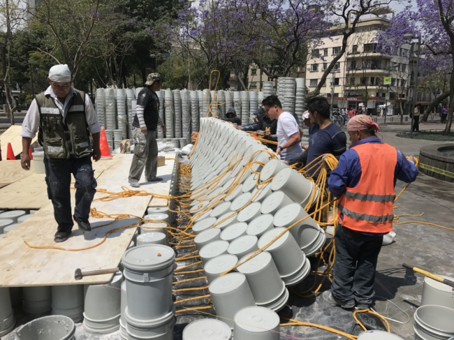 One bucket at a time © Factor Eficiencia
