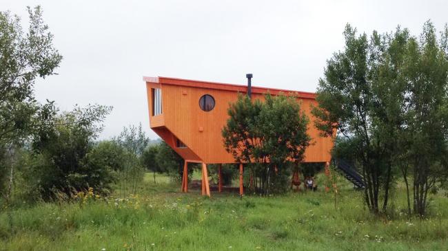 Дом-оранжевый бык. Архи-дни в Ясно Поле. Фотография © Лара Копылова
