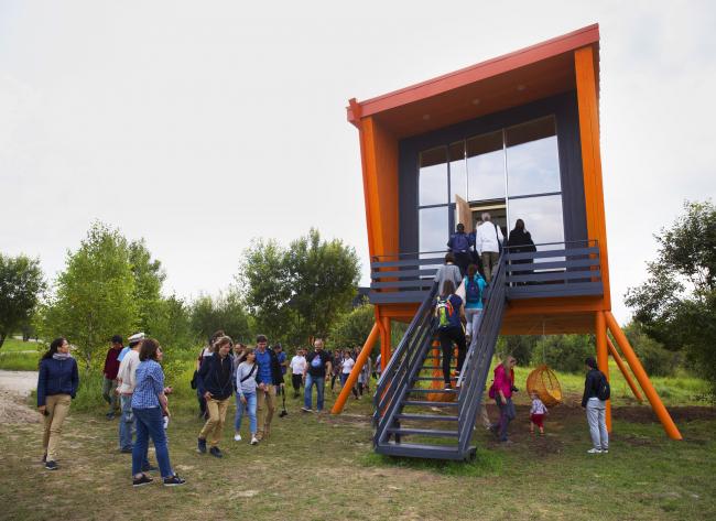 Дом – оранжевый бык. Архи-дни в Ясно Поле. Фотография © Евгения Яровая