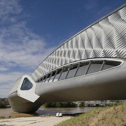 Мост-павильон ЭКСПО-2008. Фото © Luke Hayes