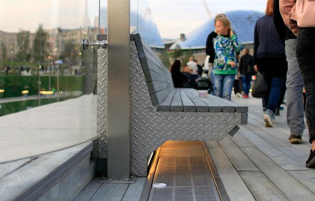 Скамейка на мосту. Парк Зарядье. Фотография © Юлия Тарабарина, Архи.ру, 09.2017