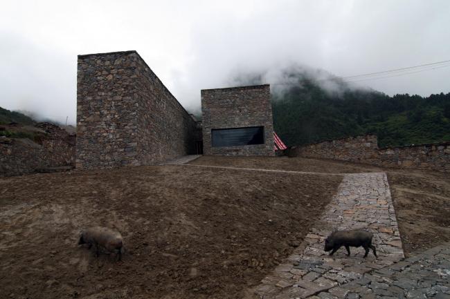 Посетительский центр вершины Намджагбарва в Тибете. 2008 © ZAO/standardarchitecture
