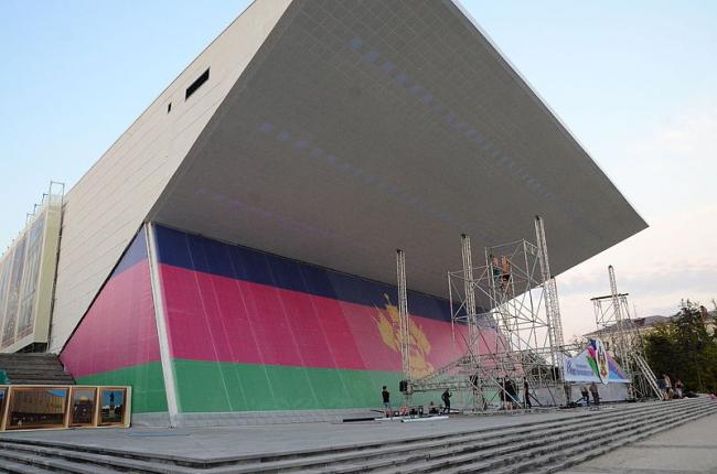 Кинотеатр «Аврора». Во время реконструкции. Фото: Andrew Butko via Wikimedia Commons. Лицензия CC BY-SA 3.0