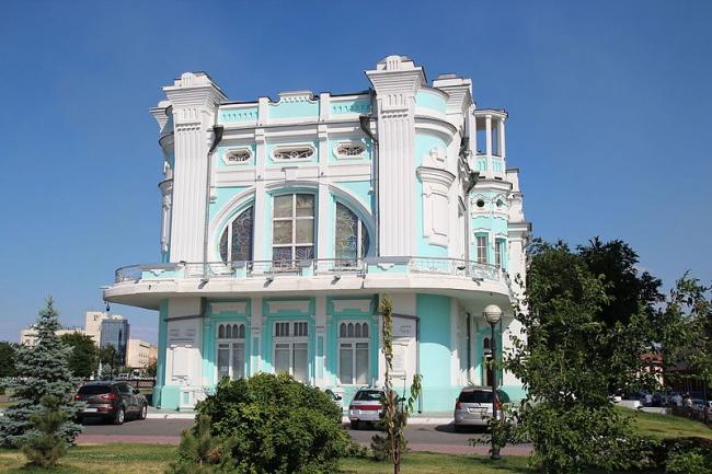 Центральный ЗАГС Астрахани на Стрелке. Фото: Insider via Wikimedia Commons. Лицензия CC-BY-SA-4.0