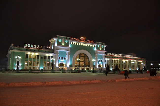 Железнодорожный вокзал в Новосибирске. Фото: Артём Полоз via Wikimedia Commons. Лицензия CC BY-SA 4.0
