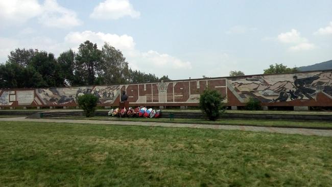 Мемориал Славы. Панно. Фото: Anfisik via Wikimedia Commons. Лицензия CC BY-SA 4.0
