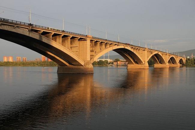 Коммунальный мост. Фото: Артём Белевич via Wikimedia Commons. Лицензия  CC BY-SA 3.0