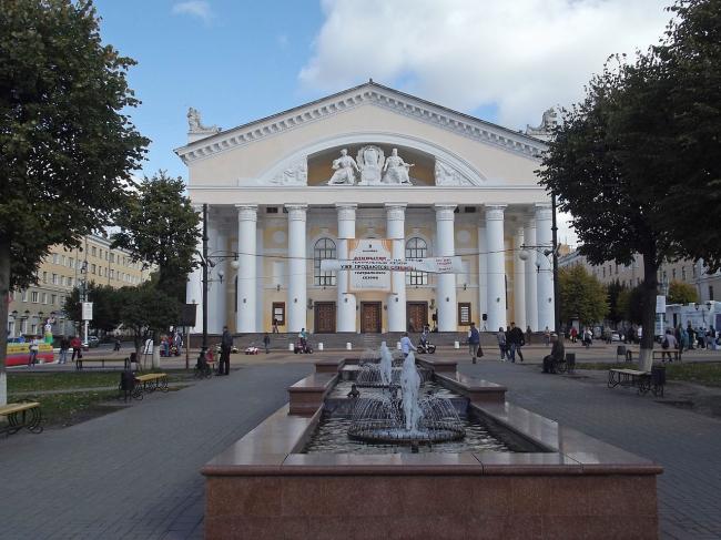 Калужский драматический театр. Фото: Борис Мавлютов via Wikimedia Commons. Лицензия CC BY-SA 3.0