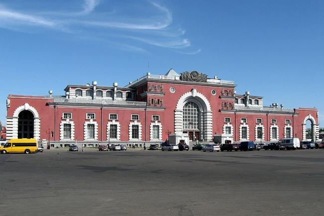 Железнодорожный вокзал в Курске. Фото: Transcend (rus) via Wikimedia Commons. Лицензия CC-BY-SA-3.0