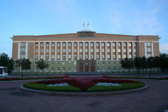 Дом Советов в Новгороде. Фото: A.Savin via Wikimedia Commons. Лицензия CC BY-SA 3.0