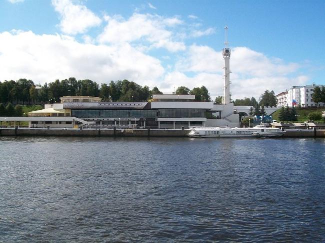 Речной вокзал в Ярославле. Фото: Serg2 via Wikimedia Commons. Фото находится в общем доступе