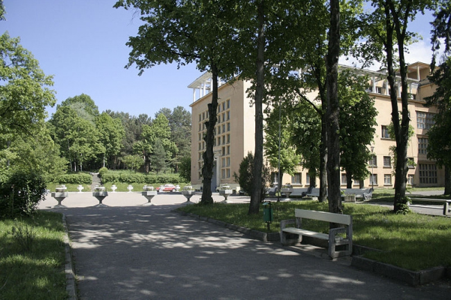 Санаторий имени Г.К.Орджоникидзе. Фото: Наталья 1973 via Wikimedia Commons. Лицензия CC BY-SA 3.0