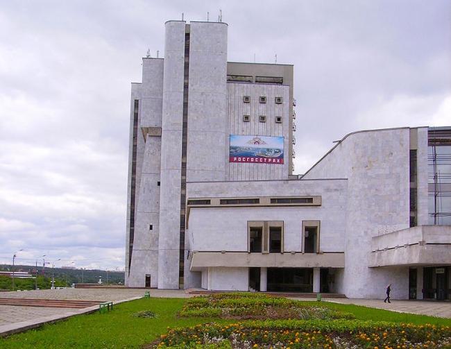 Чувашский театр оперы и балета. Фото: Алексей Белобородов via Wikimedia Commons. Лицензия CC BY-SA 3.0
