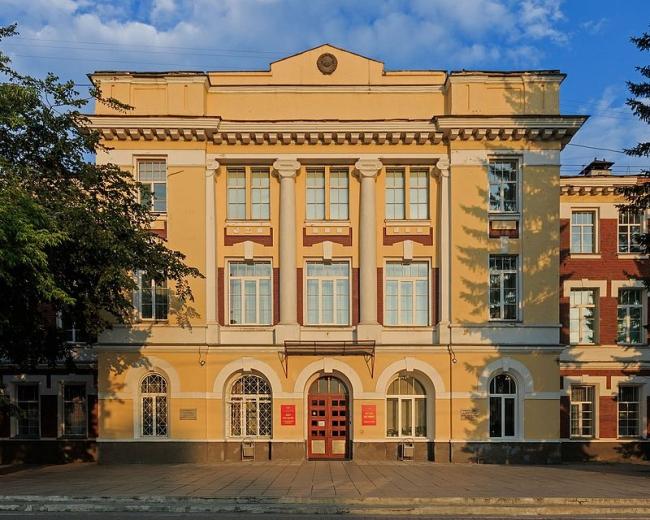 Дом офицеров в Новосибирске. Фото: A.Savin via Wikimedia Commons. Лицензия FAL