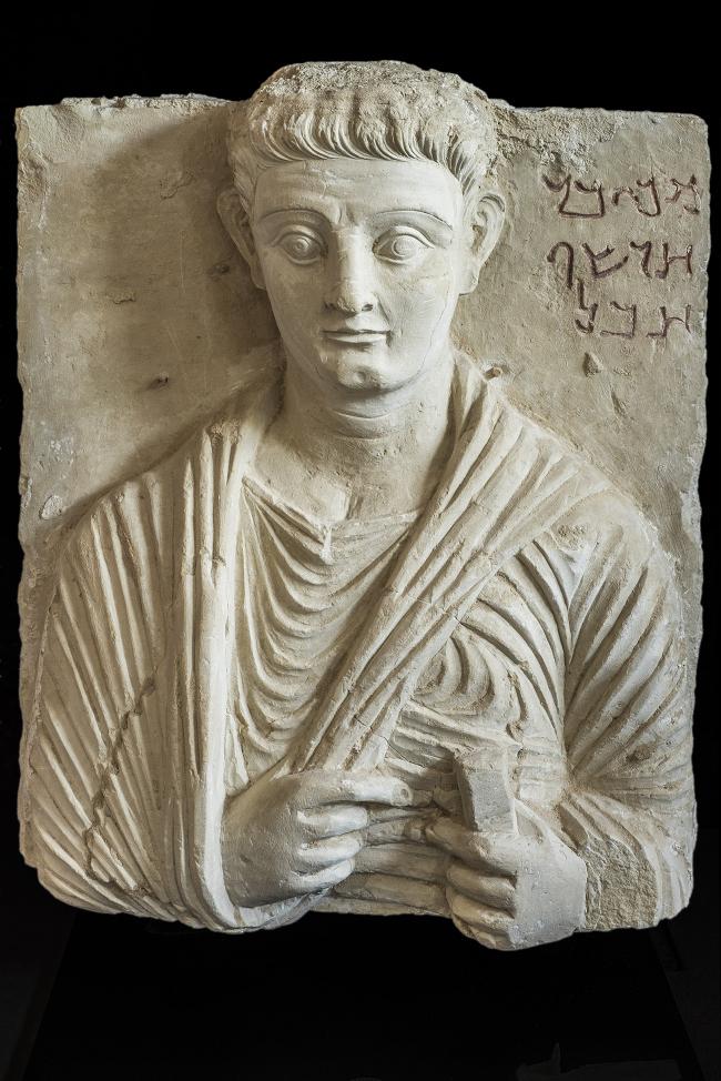 Погребальный рельеф с портретом Маккая. Третья четверть I в. н.э. Частная коллекция. Фото © Gianluca Baronchelli