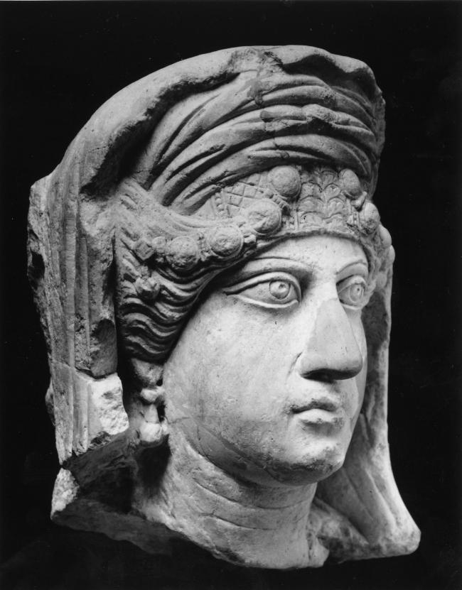 Погребальный рельеф с женским портретом. 2-я половина II – начало III века н.э. Городской археологический музей (Милан). Фото © Gianluca Baronchelli