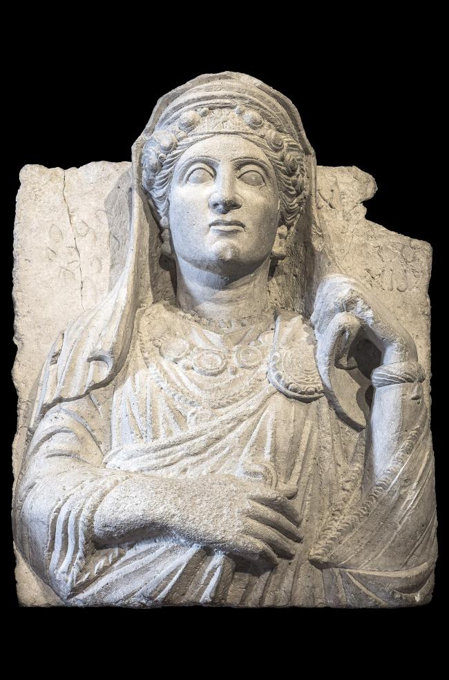 Погребальный рельеф с женским портретом. Первые десятилетия III в. н.э. Музей античной скульптуры имени Джованни Баракко (Рим). Фото © Gianluca Baronchelli