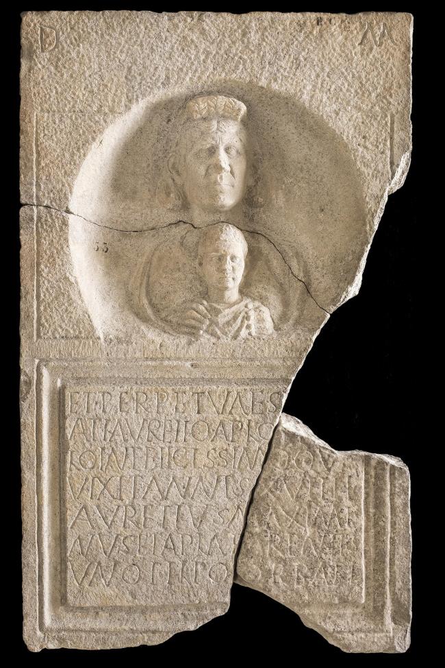 Погребальная стела Аврелия Апера. Конец III в. н.э. Национальный археологический музей Аквилеи. Фото © Gianluca Baronchelli