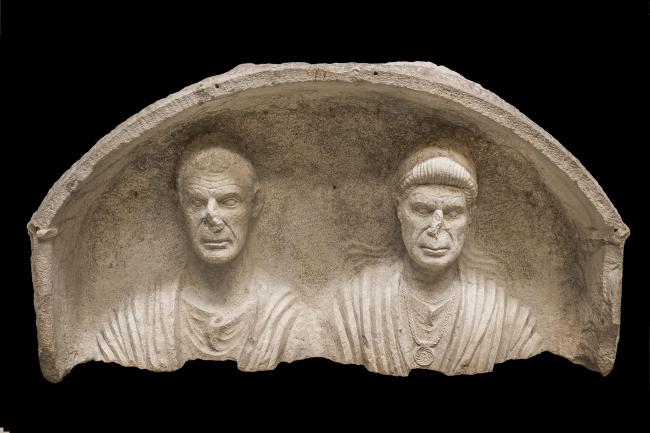 Погребальная стела супружеской пары. Конец I в. до н.э. Национальный археологический музей Аквилеи. Фото © Gianluca Baronchelli