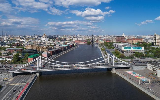 Крымский мост в Москве. Фото: A.Savin via Wikimedia Commons. Лицензия FAL